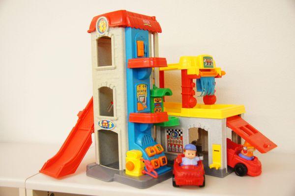 Little People Garage : World of little people racing ramps garage toys r us youtube